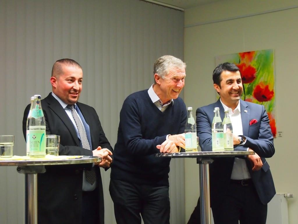 unsere Ehrengäste (v.l.n.r.): Olcay Alpay, Geschäftsführer Alpay Natursteinwerk, Alexander Brochier, Inhaber BROCHIER Holding GmbH + Co. KG und Arif Tasdelen, Mitglied des Bayerischen Landtags