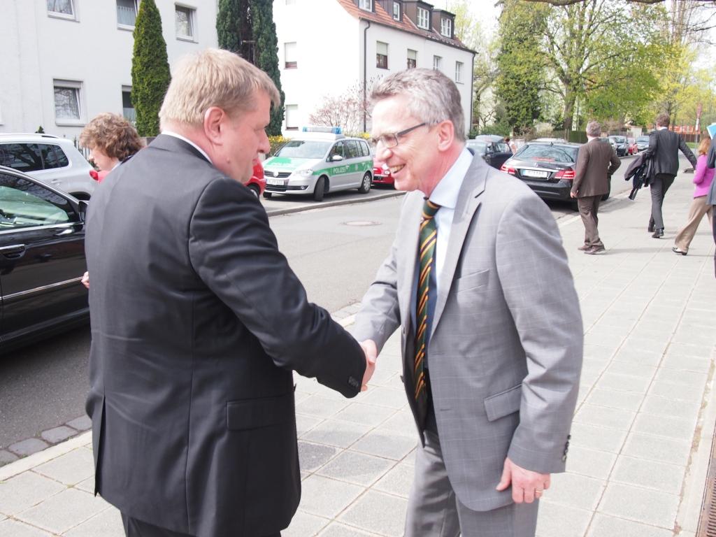 COO Rainer Aliochin und Bundesinnenminister Dr. Thomas de Maizière