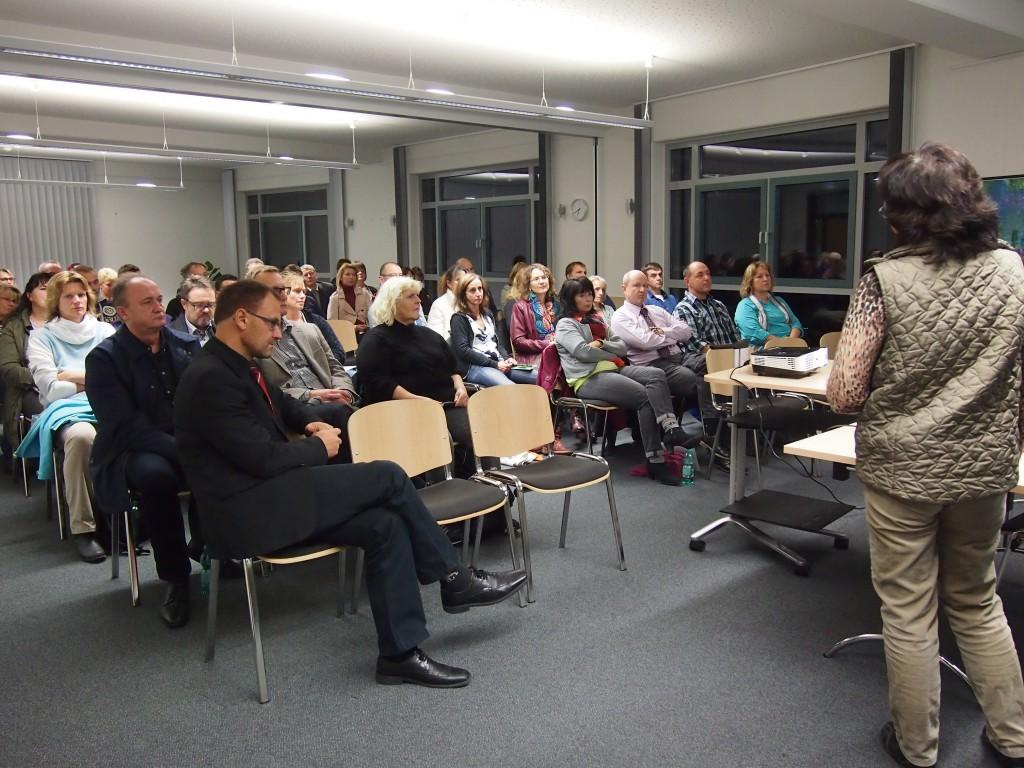 Christine Gräff, kaufmännische Ausbildungsberaterin der IHK Nürnberg für Mittelfranken informiert Eltern