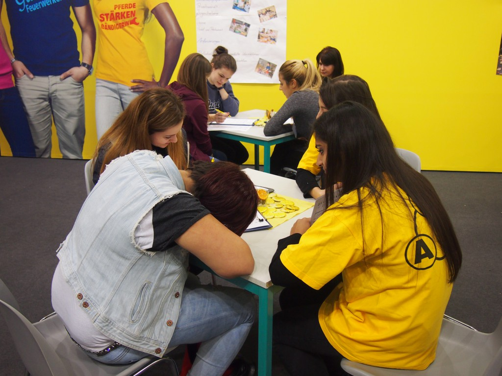 Jugendliche beim Crashkurs Spanisch, Türkisch, Russisch, Arabisch und Persisch :-)